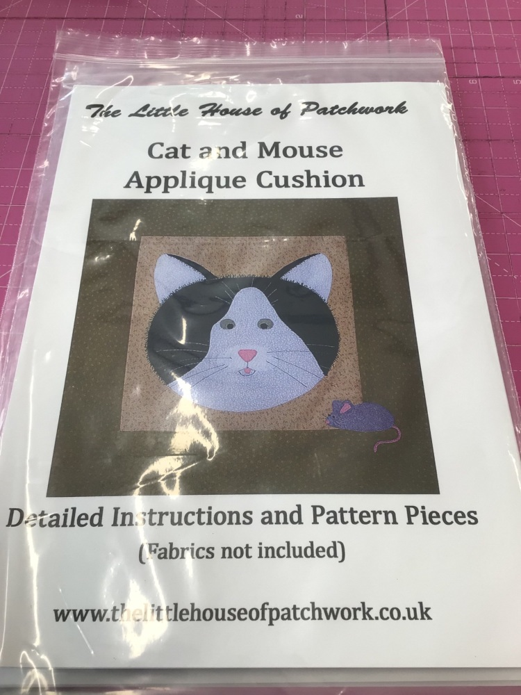 Cat and Mouse Appliqué Cushion pattern ( Fabrics not included)