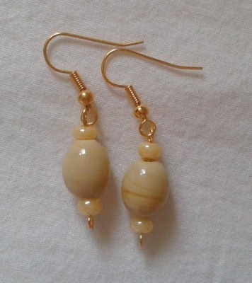 Ivory Beige Earrings