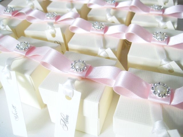 Ivory favour boxes with pale pink bow