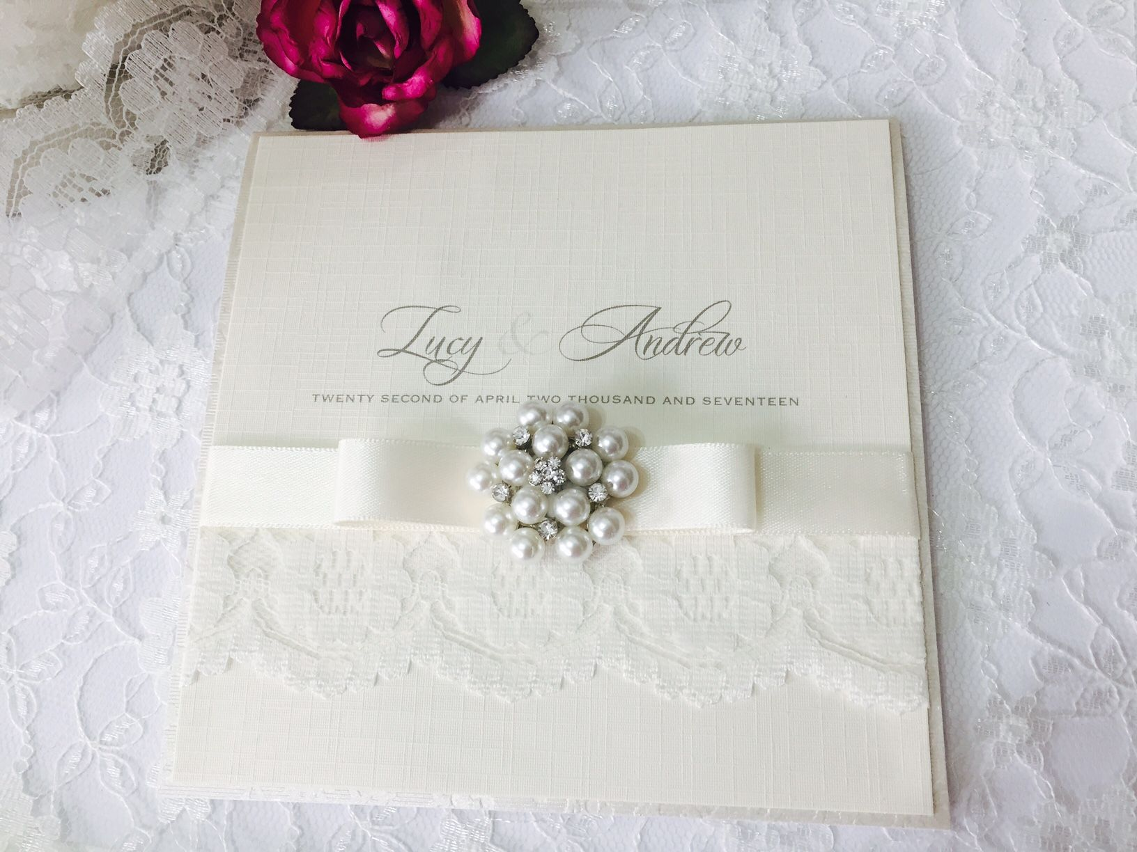 Luxury invitations with vintage pearl