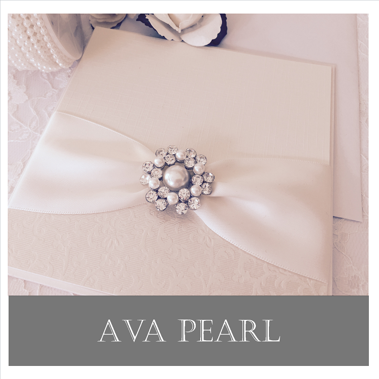 Luxury invitations with stylish brooches