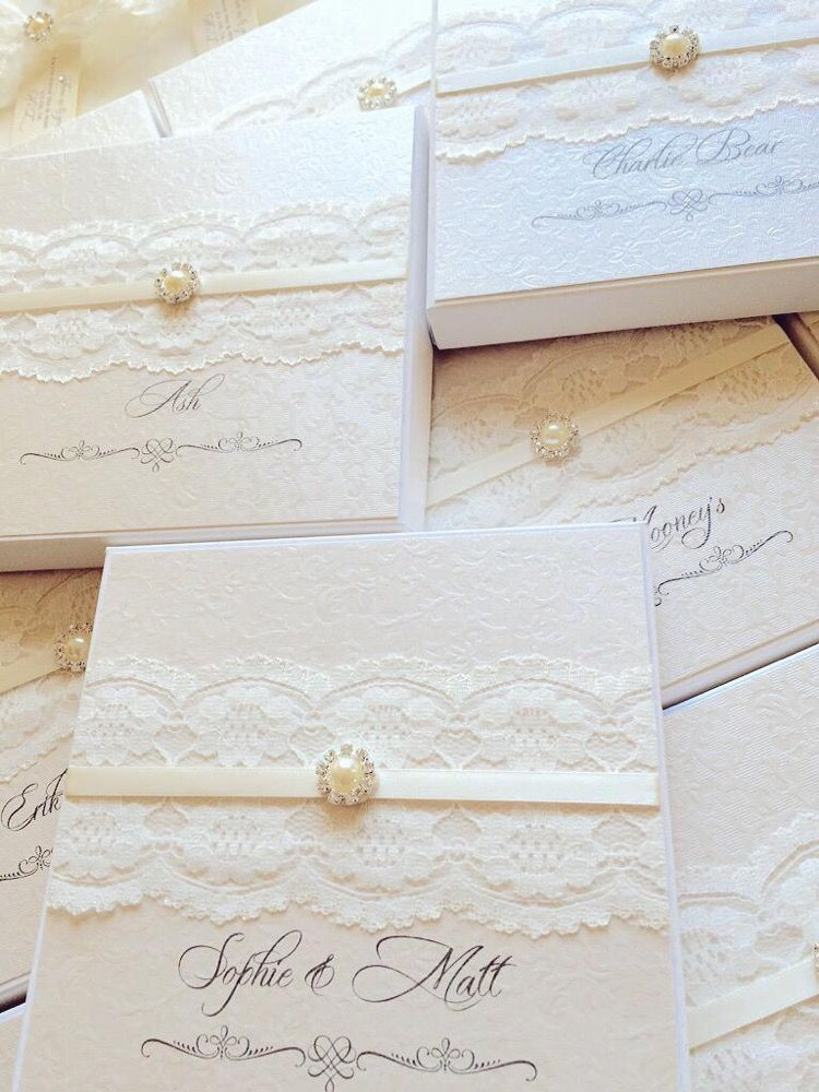 Luxury boxes for wedding invitations with lace and brooch