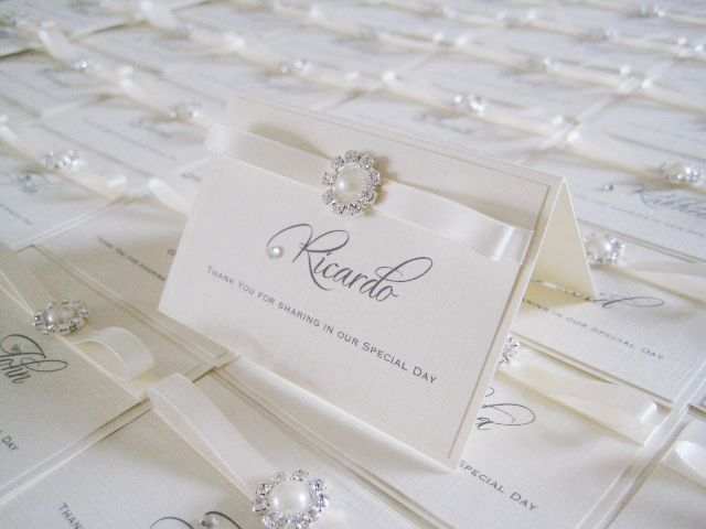 place name card with small round pearl