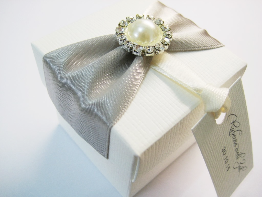 Ivory favour box with silver ribbon and pearl