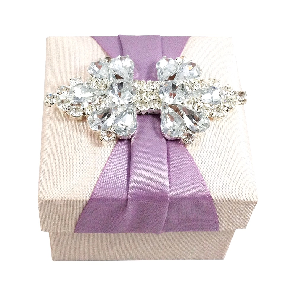 Luxury favour box with crystal brooch