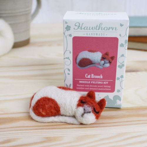 Hawthorne Handmade needle felting Cat brooch