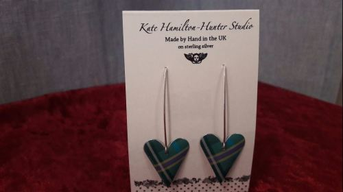 Kate Hamilton Hunter green/purple long heart earrings