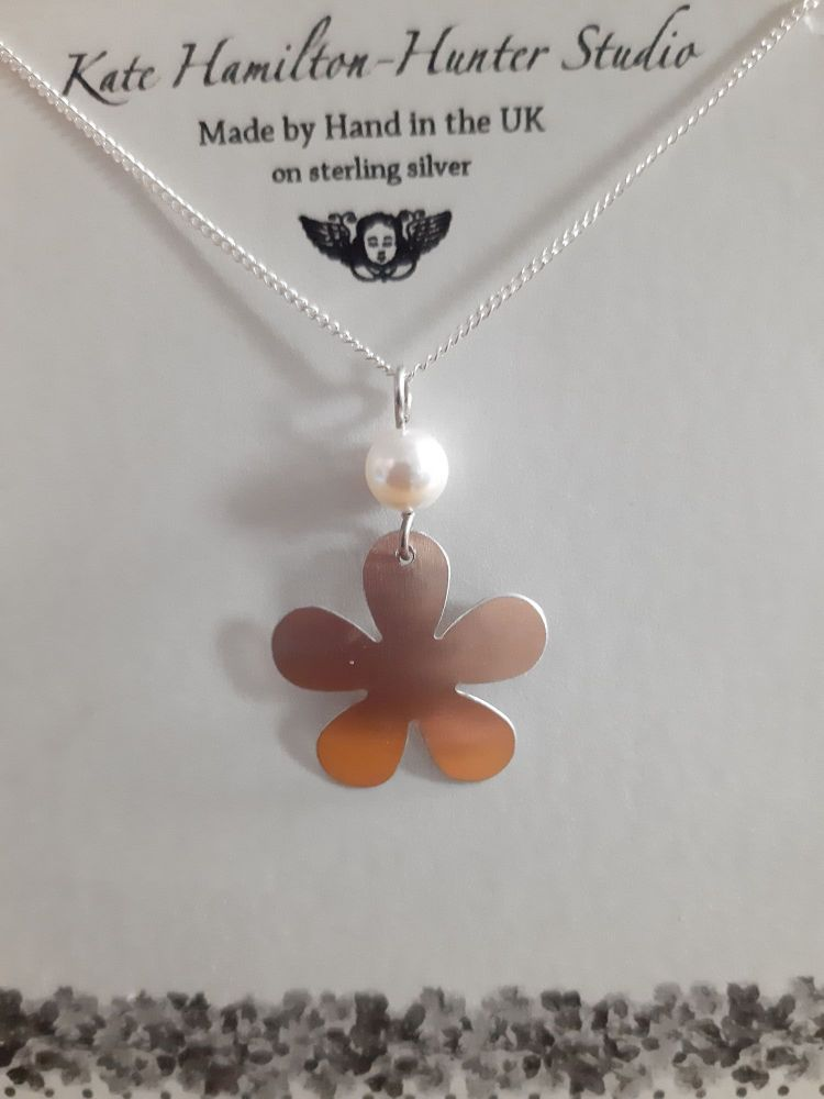 Rose gold coloured flower and pearl necklace
