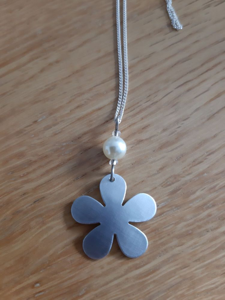Silver  coloured flower and pearl necklace