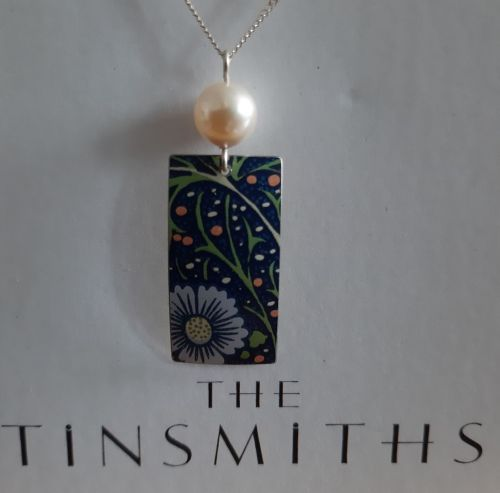 Rectangle Blue patterned and pearl necklace