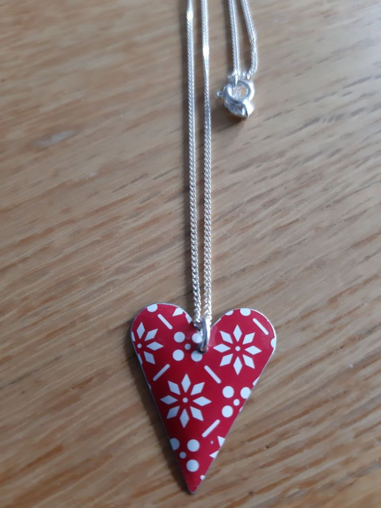 Red patterned heart necklace