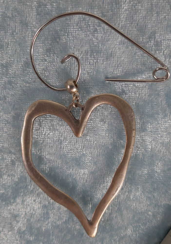 Open silver plated heart brooch