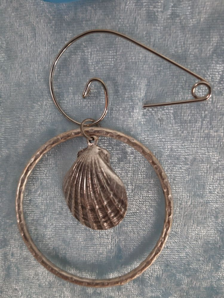 Shell silver plated brooch