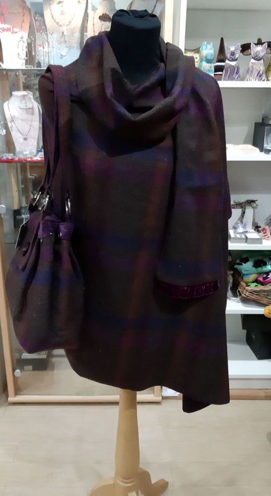 Tweed wrap in Mulberry