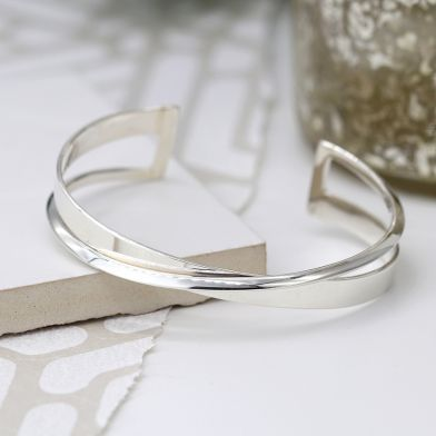 Sterling silver crossover knife edge bangle