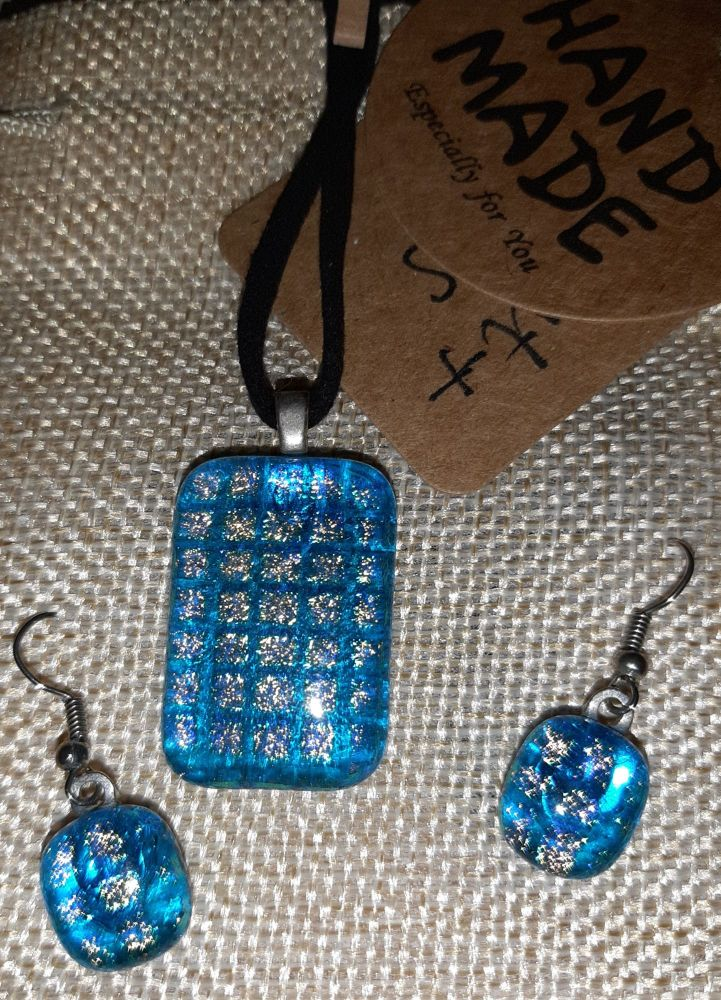 Glass pendant and earrings set