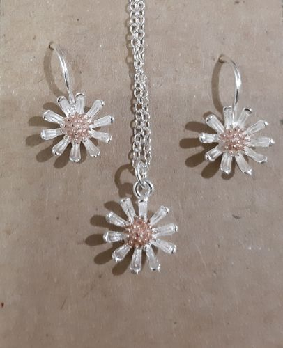 Silver and rose gold daisy necklace