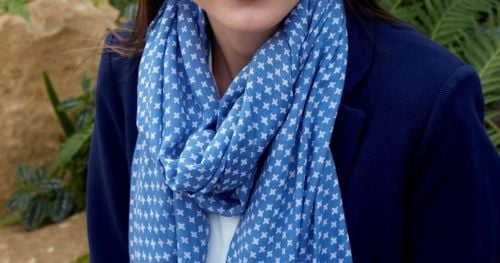 Spring cross scarf in blue and white