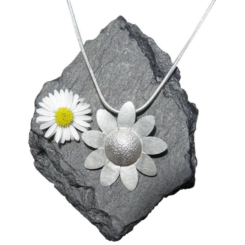 daisy pendant lesleyhphillips