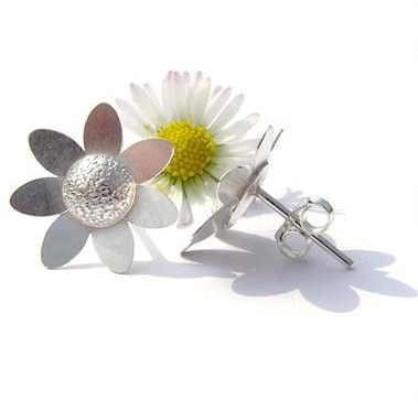 daisy%20stud%20earrings%20in%20stitch%20border%20copyright%20text