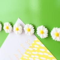 Magnet or Push-pin - 6 Daisies