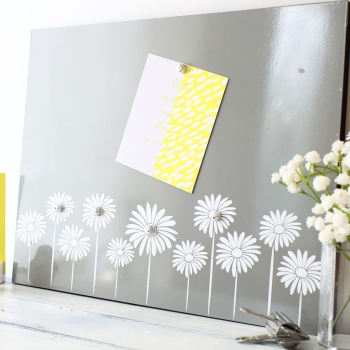Magnetic noticeboard - Daisy Border (M1)