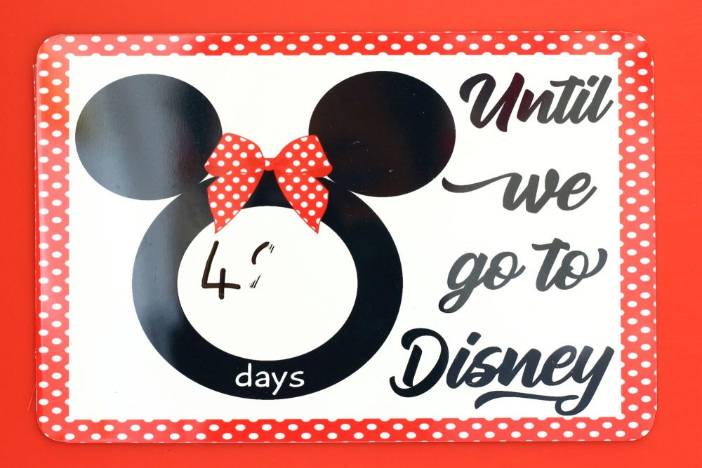 Disney - Countdown metal plaque