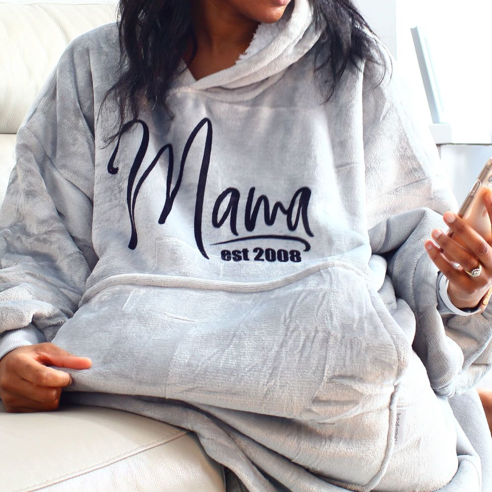 <!-- 208-->Snuggle hoodie- MAMA est