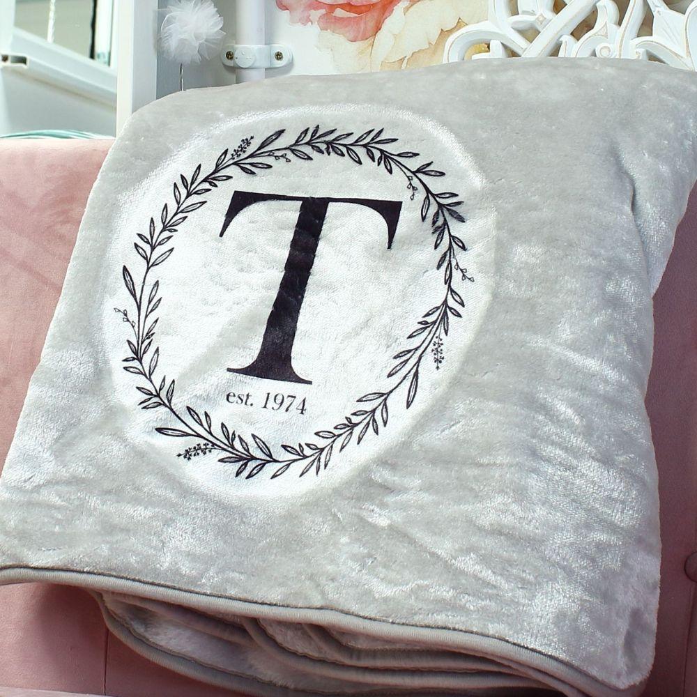 <!-- 110-->Snuggle blanket  - Monogram