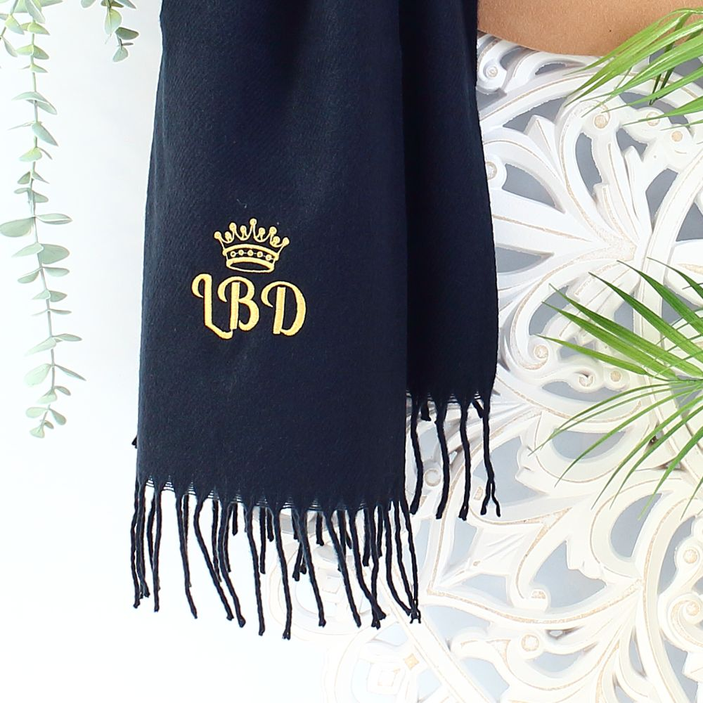 <!--0884-->Embroidered scarves