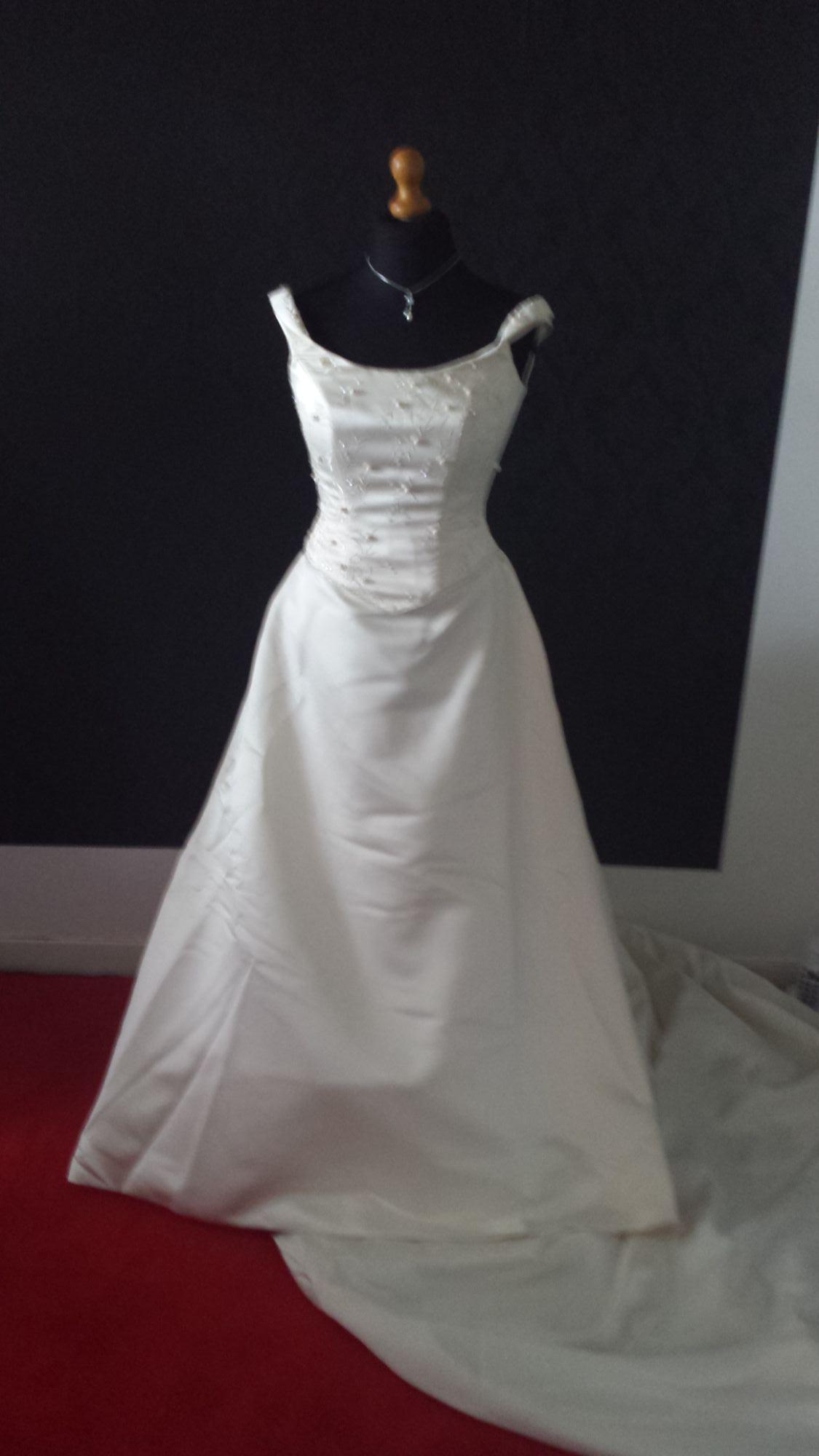 Bridal Sale - Pre-Loved WD (19).jpg