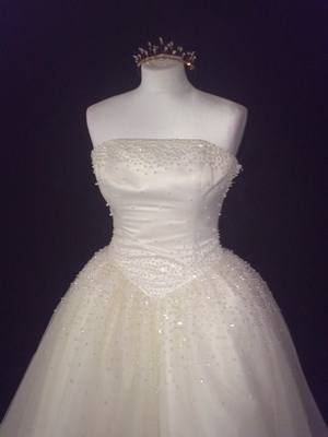 NEW Forever Yours Ivory Princess Style Wedding Gown - Size 10/12