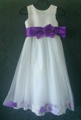 Beautiful Cream Flower Girl Dress with Petal Detail - Age 9 yrs