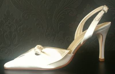 Rainbow Club Ivory Slingback Shoe with Bow Detail - Size 5