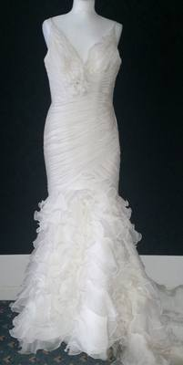 Beautiful Ivory Pronovias Wedding Dress - Size 12
