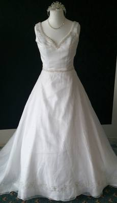 NEW Winnie Couture White Wedding Gown - Size 14