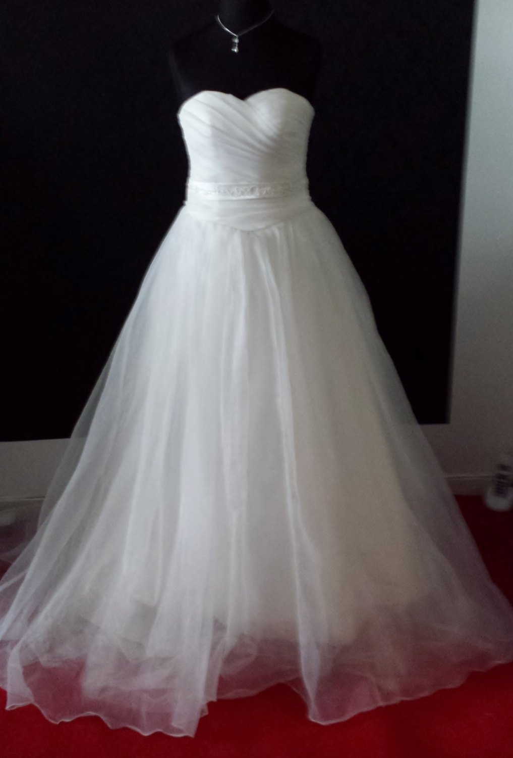 NEW Unbranded Off White Strapless Wedding Gown - Size 12/14