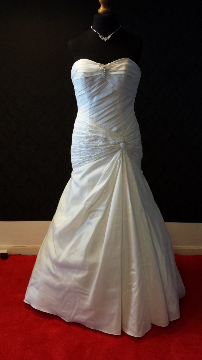 NEW Off White Strapless Wedding Gown - Size 12/14