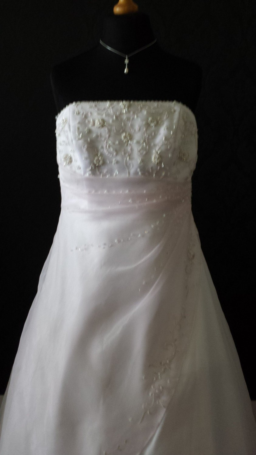 Amanda Wyatt Beautifull Ivory Wedding Gown - Size 20