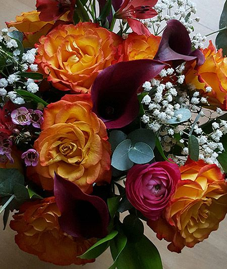 Cirucs roses with rudolph lilies
