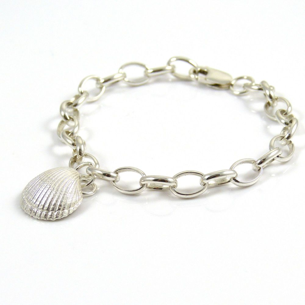 Sterling Silver Bracelet 7mm links with Solid Silver Cockle Shell Charm
