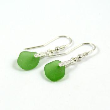 Emerald Green Sea Glass Drop Earrings e57