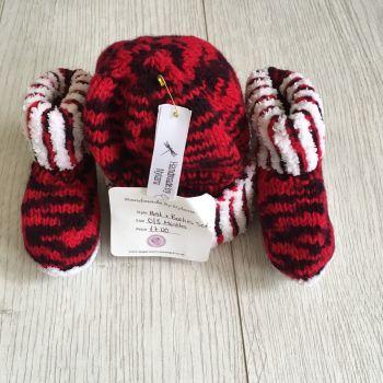 Red & White Trim Hat & Booties Set - Newborn