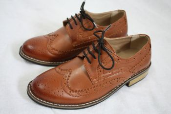 Vivaki Oxford Shoes in Brown.