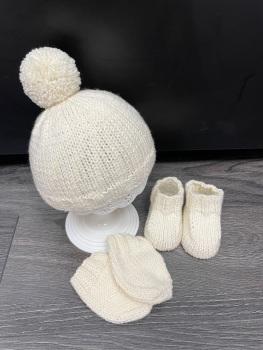 Hat, Bootie & Mitten Set. Cream. Size 0-3 months.