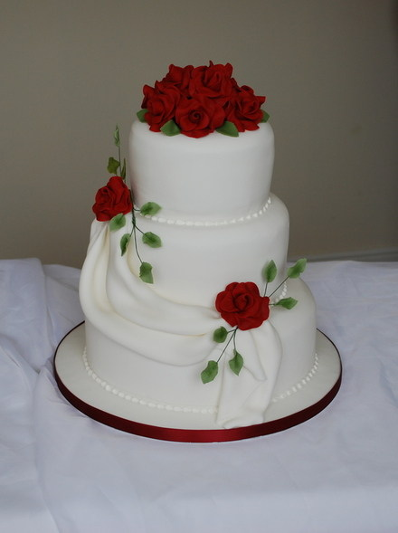 red and white 2 tier wedding cakes wedding cakes 19089