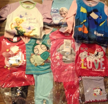 NEW XX GIRLS 30 MIXED MAINLY SARAH AND DUCK MIXED CHARCTER PYJAMAS JUST £2.00