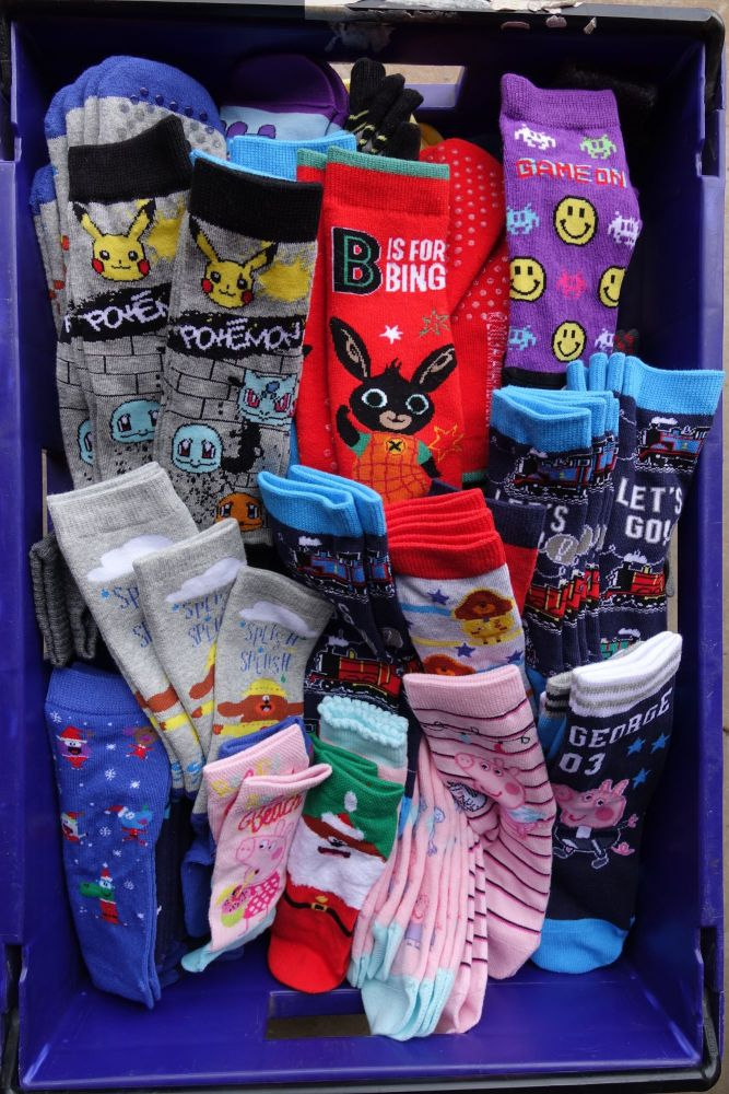 Sale 300 pairs of mixed boys and girls assorted sizes and assorted characte