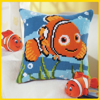 Cross Stitch Cushion cover: Finding Nemo (Vervaco). Cross Stitch / Tapestry