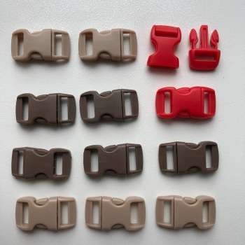 Plastic Buckles - Beige, Brown & Red. Pack of 12. (KnitUK)